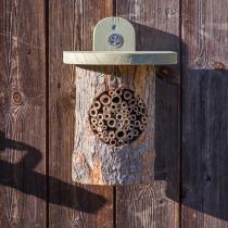 Wildlife World - Abri rondin pour abeilles National Trust