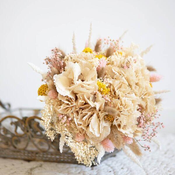 Réconciliation Végétale - Bouquet de fleurs sechees a base d'hortensia creme