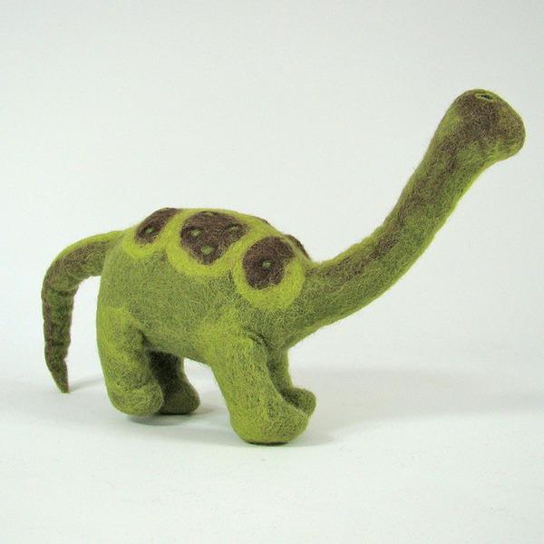 PAPOOSE TOYS - Monde des Dinosaures en laine feutrée - Pebbles le dinosaure