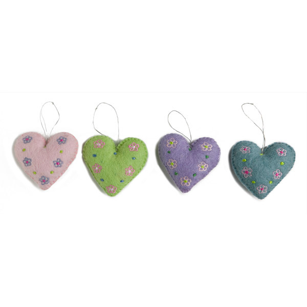 Én Gry og Sif - 4 Embroidered Heart Decorations