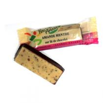 Perlamande - Pâte d'amande Menthe sur lit de chocolat 25gr