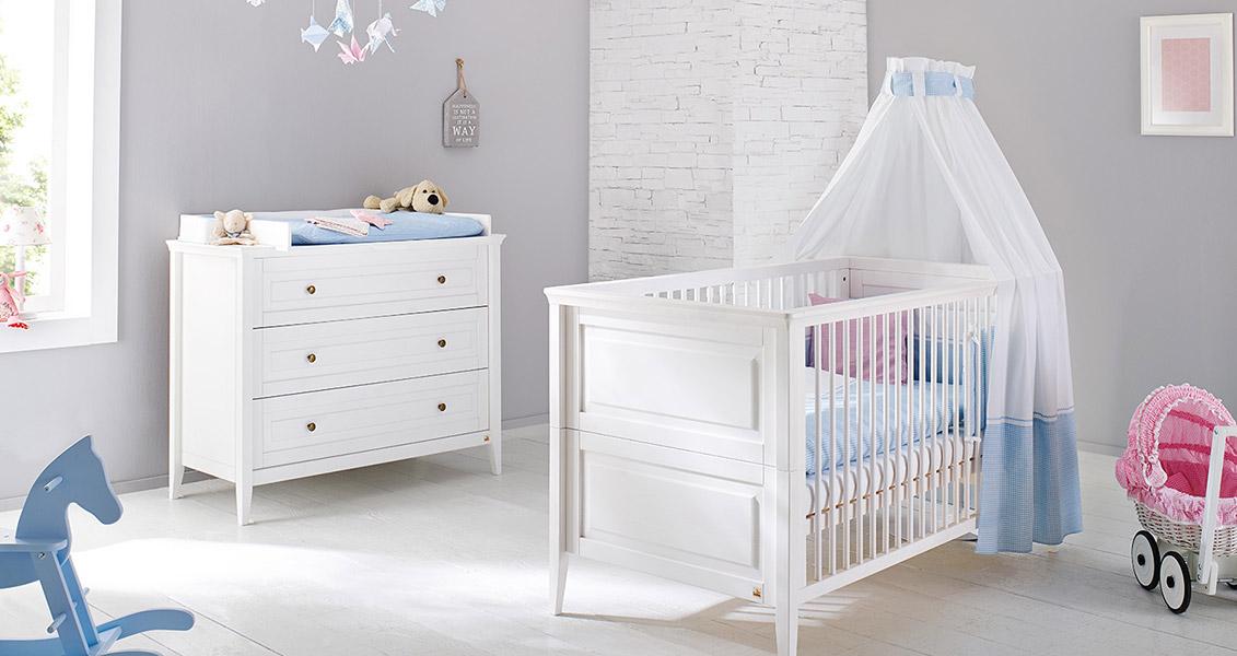 chambre b b smilla 2 pi ces lit et commode pinolino. Black Bedroom Furniture Sets. Home Design Ideas